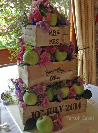 THE APPLE CRATE WEDDING CAKE