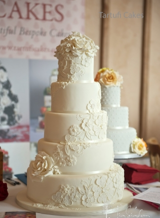 THE SPIRAL LACE WEDDING CAKE