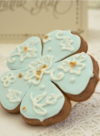 BLUE AND GOLD LACE COOKIE FAVOUR