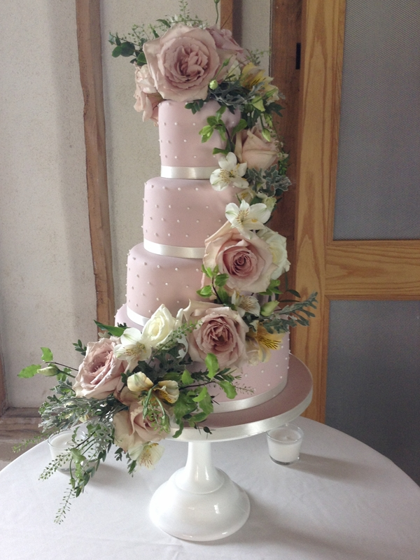 wedding cakes with fresh flowers ideas wedding cakes archive tartufi cakes 26032